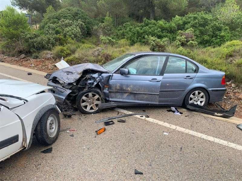 Fotografía del accidente facilitada por el Consorcio de Bomberos de Valencia. EFE
