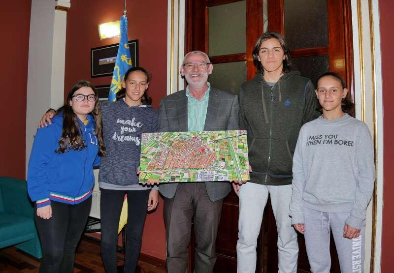 Miguel Chavarría, con los alumnos. EPDA
