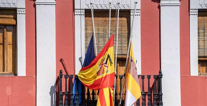 Banderas en el ayuntamiento de Antella