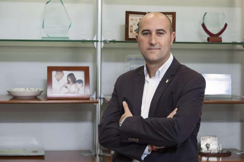 El alcalde de Massamagrell, Paco Gómez, en una imagen de archivo en el despacho de Alcaldía. / epda