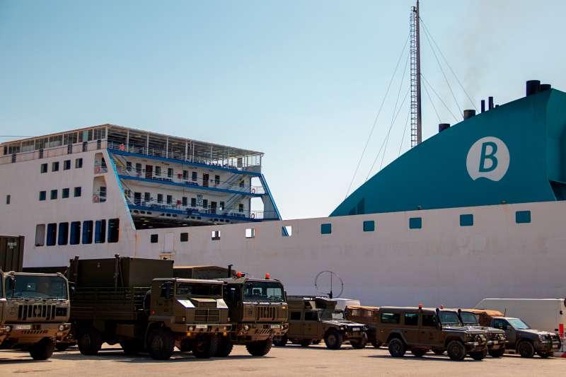 El puerto de Valencia ha sido el escenario el pasado 31 de agosto del embarque de los primeros elementos que desplegarán en Menorca