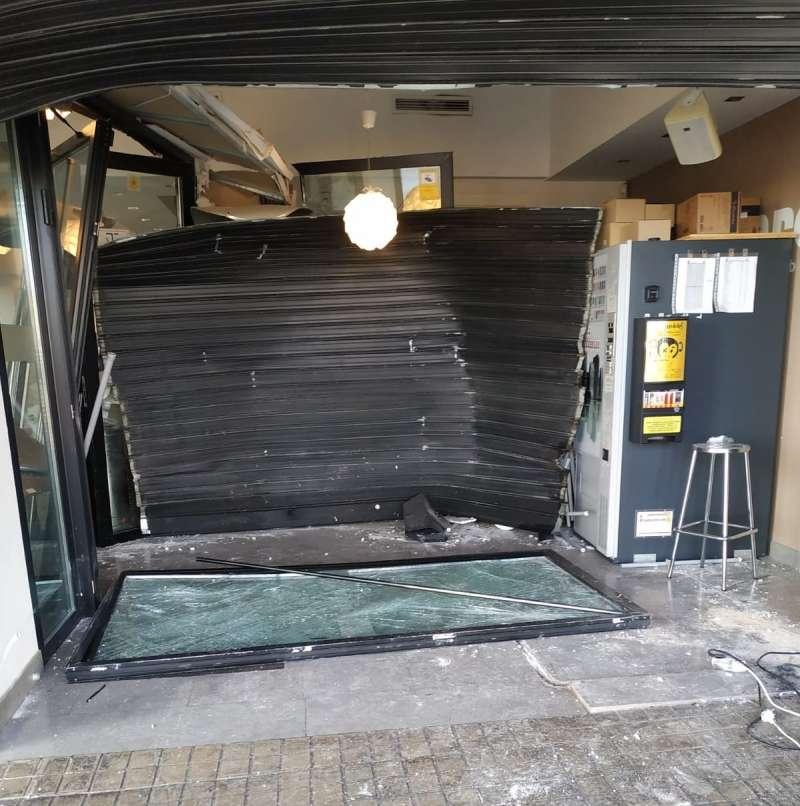 Destrozos en el bar Wizard tras el alunizaje. Kivi Osma