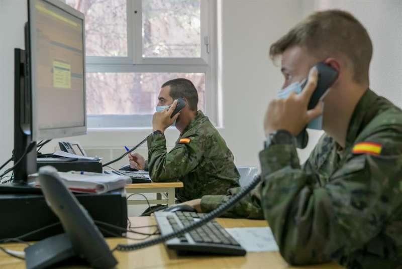 Rastreadores militares durante su trabajo. EFE/Archivo