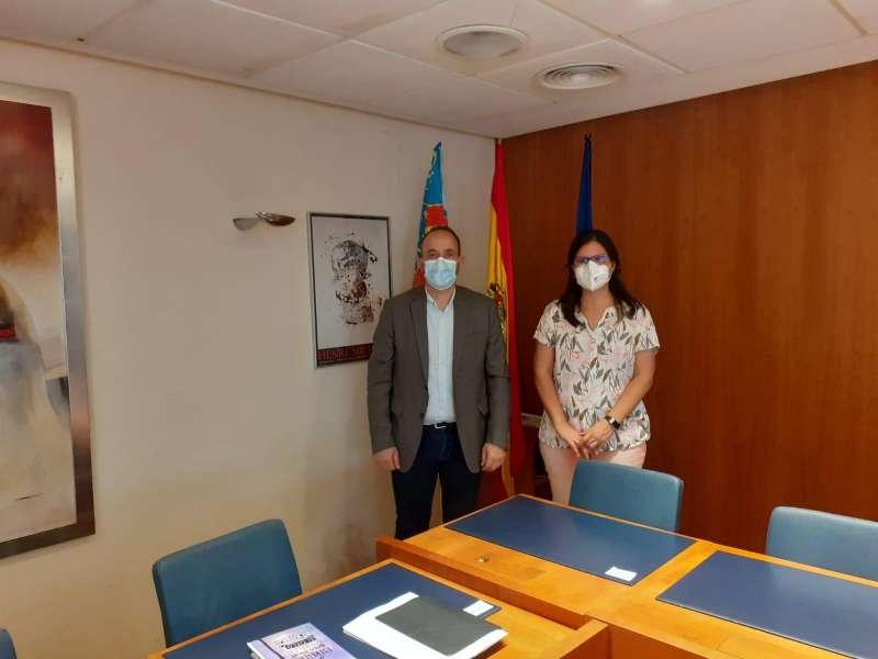 El diputado de Desarrollo Rural y Políticas contra la Despoblación, Ramiro Rivera y la directora general de Emprendimiento y Cooperativismo de la Generalitat Valenciana, Teresa García