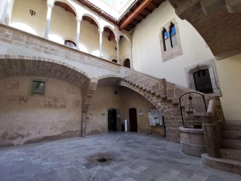 Patio del Ayuntamiento de Albalat dels Sorells. Baltasar Bueno