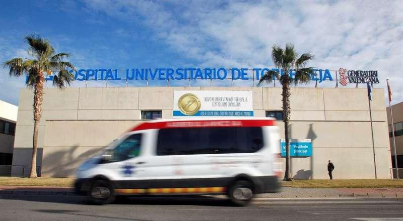 Imagen tomada este martes del Hospital de Torrevieja (Alicante), que ha descartado que la turista islandesa de 66 años ingresada en este centro sea un caso de coronavirus. EFE/Pep Morell