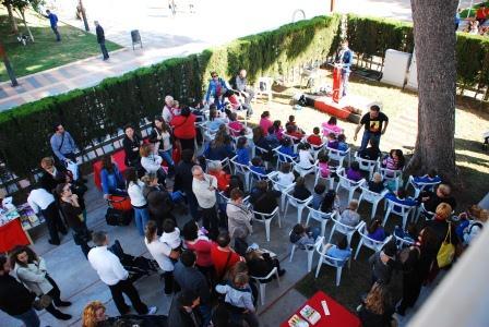 Más de 300 personas se reunieron en la tarde del 23 de abril, para conmemorar el Día del Libro en un acto celebrado en el Chalet de la Chapa y organizado por los Socialistas de Benetússer. FOTO: EPDA.