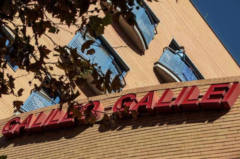Un residente del colegio mayor Galileo Galilei, en una imagen reciente. EFE