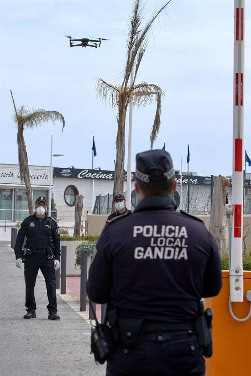 Agentes de la Policía Local de Gandía. EFE