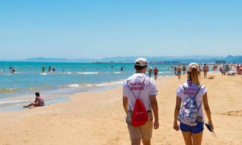 Informadores en las playas de Cullera