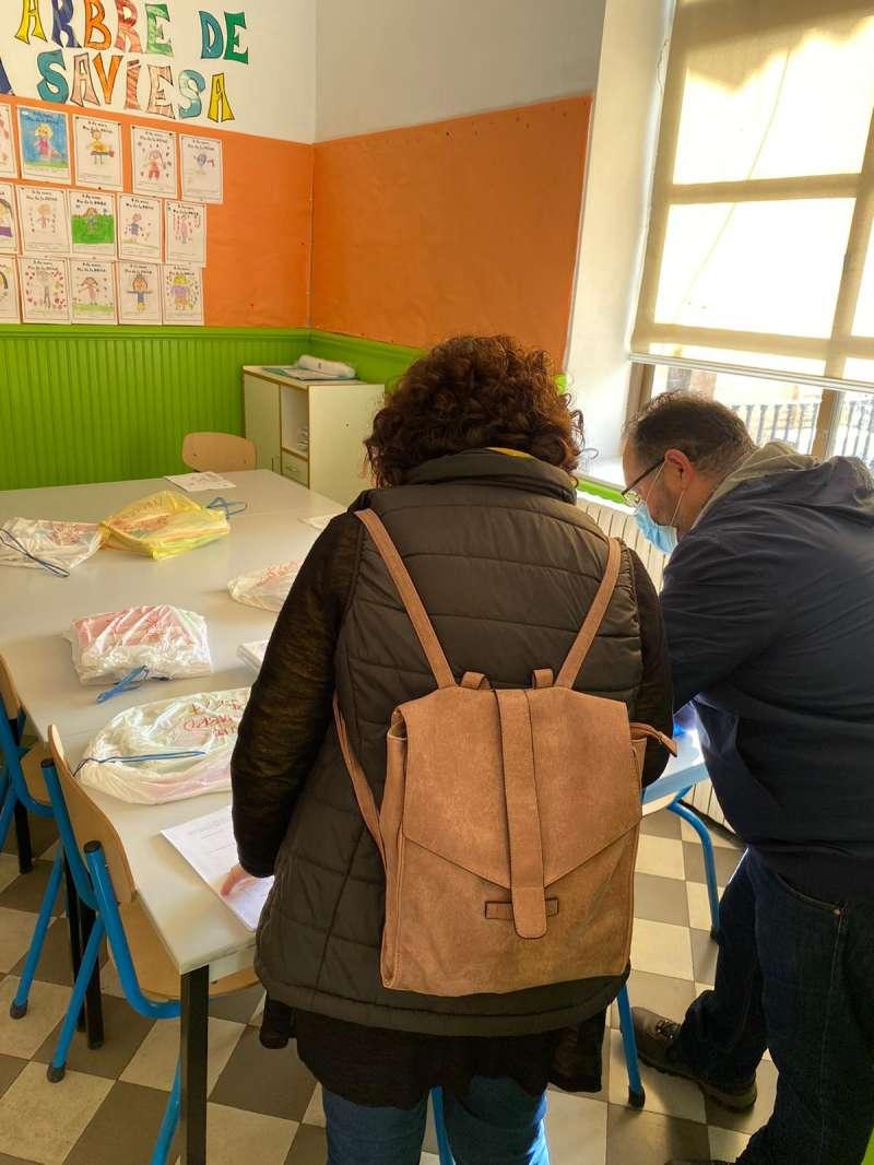 Preparación del reparto de material escolar. / EPDA