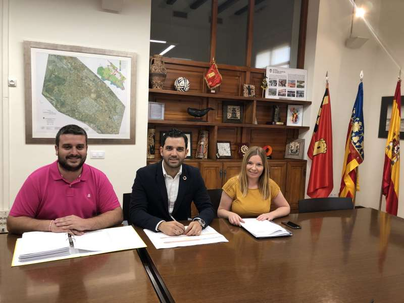 El Alcalde junto al concejal de Hacienda y la Tte Alcalde de Presidencia